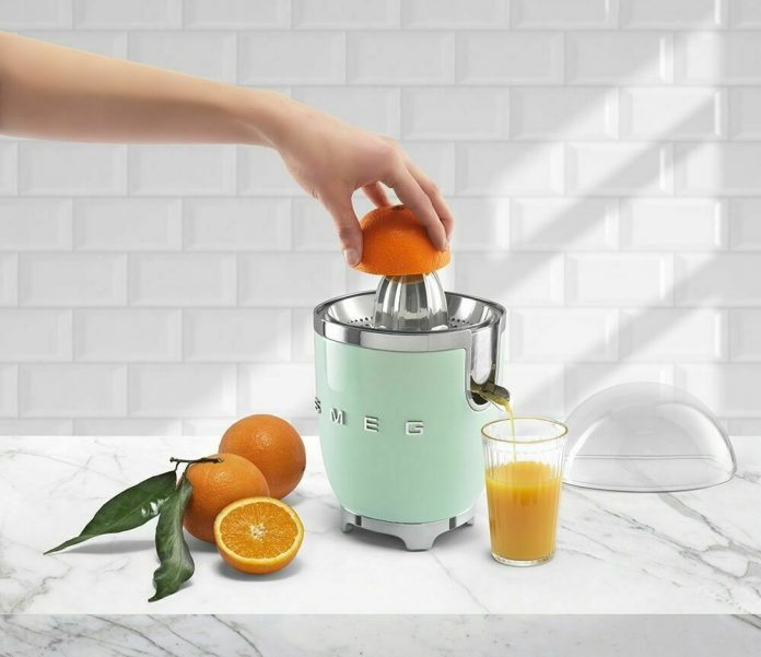 SMEG CJF01CRUS Citrus Juicer - gorgeous retro styling